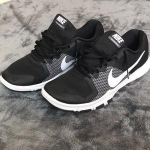Men's black Nike control flex